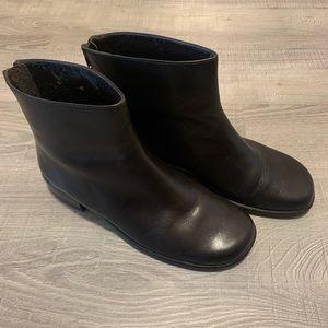 Vaneli Van Eli brown boots